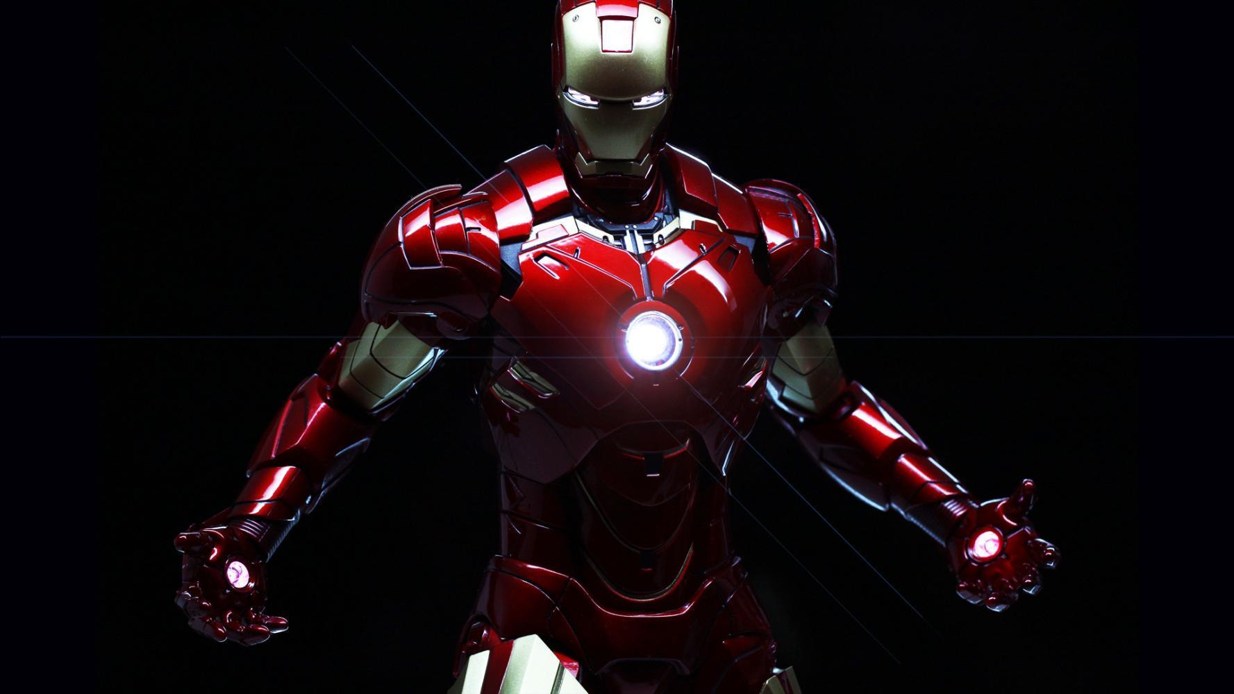 钢铁侠最土豪的一套战甲,纯金外表,既帅气又强大