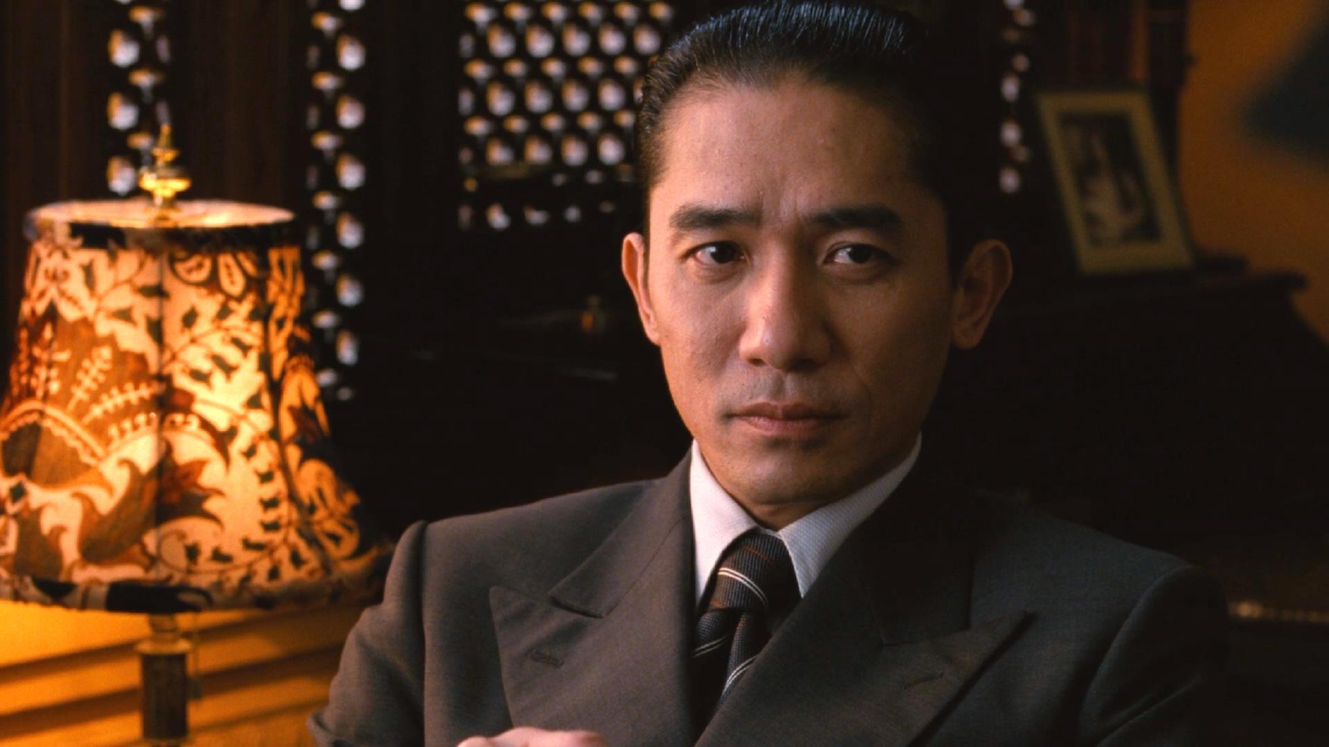 他颜值完爆梁朝伟,曾是TVB霸屏男神,豪车无数