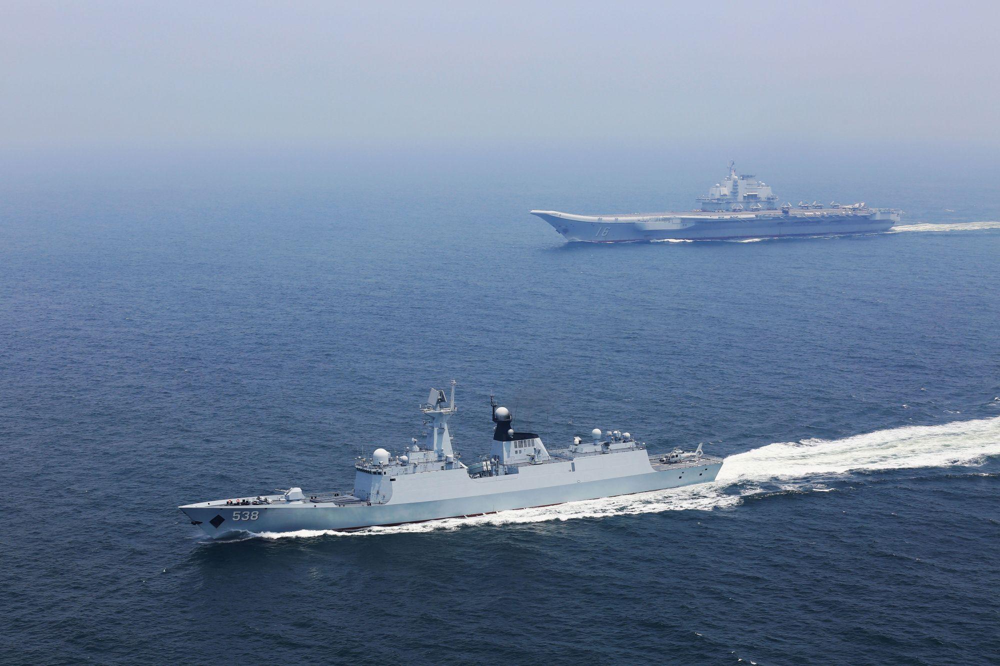 大陆航母辽宁舰编队由南海北上,沿台湾海峡中线以西航行,于16日上午