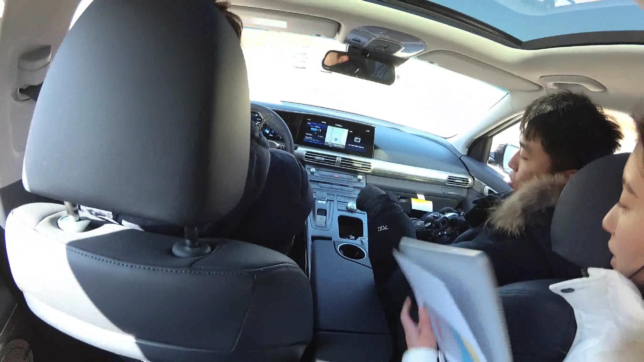 现代汽车氢燃料电池车NEXO 无人驾驶状态下自动停车,  ?