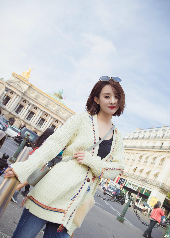 赵丽颖和倪妮同穿一条裙子,一个清新可爱一个华丽优雅