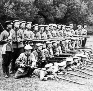 如果8万解放军穿越回清朝使用清军的武器同八国联军作战结果怎样
