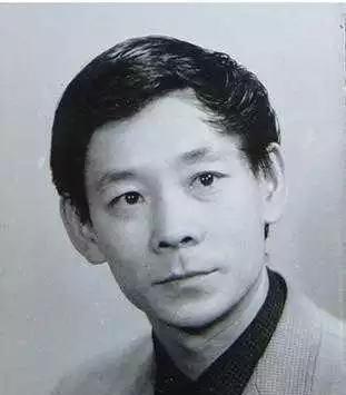 从小就拿金条当积木玩,从艺50多年如今是各大影视剧中的金牌爸爸