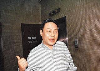 看了刘嘉玲年轻时的照片,怪不得这几个富豪对她趋之若鹜