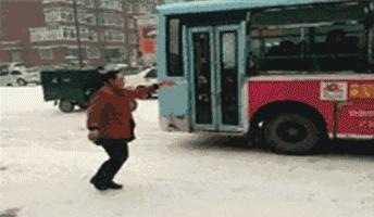 老司机雪天出行必备!世界首款自动<em>防滑</em>链,再不用每次下车安装了