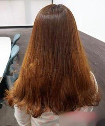 第一款:长发女生们天天披散着头发肯定腻歪了吧,那就学着将头发扎起来图片