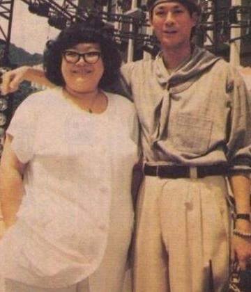 竹联帮官晶华_1984年,戏校毕业的官晶华在与郑少秋主演的《楚留香新传》中两人相识.