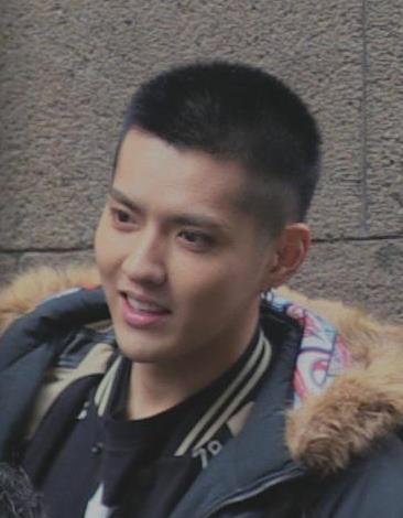 网友评吴亦凡陈冠希短发照,对于干净寸头的男生没有抵抗力图片