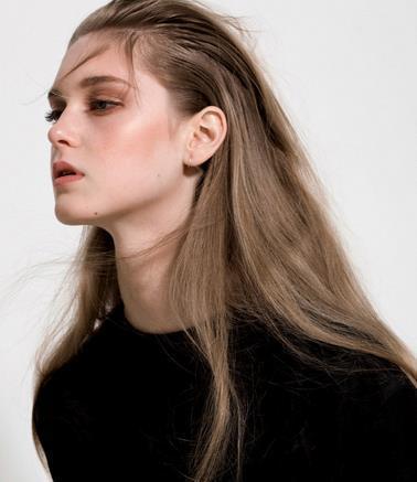 来自澳大利亚的模特jemma baines,身材纤细修长,灵动的大眼睛像娃娃