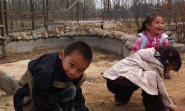 八岁男孩每天放学就去玩泥巴,父亲悄悄跟踪,竟发现了惊人的秘密