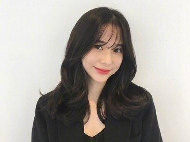嫌脸大?中女生黑色就梳2018最新刘海v女生发型长发大卷发型图片