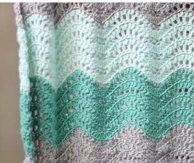 这个波浪纹花样可以用于编织很多织物,毯子,衣服,披肩等,看似简单