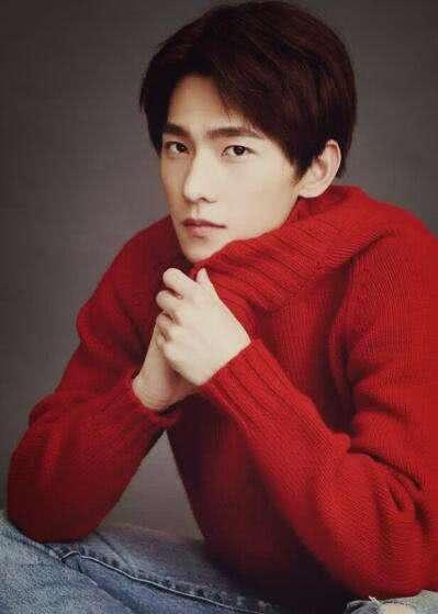 张艺兴鹿晗李易峰穿大红色毛衣,谁才是2018年度最暖男神?