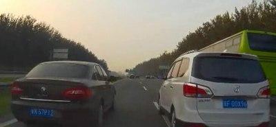 这样的驾车行为都是耍流氓,你最痛恨哪一种?
