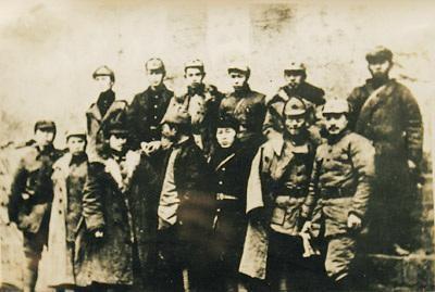 """八十年前""""红军""""万里长征,外国史学家赞叹""""奇迹""""_新浪"""