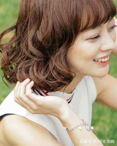2018多款短发烫发发型 短发女人也可以时髦可爱