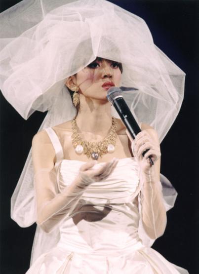梅艳芳穿婚纱唱的歌_梅艳芳穿婚纱照片