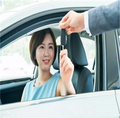 车钥匙不小心被锁进车里怎么办?老司机教你一招轻松搞定,太牛了