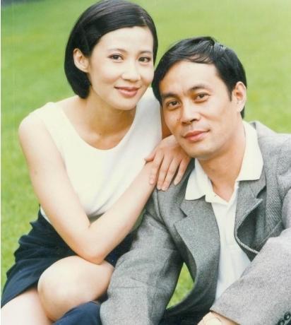 张光北一家近照:和妻子恩爱29年,女儿漂亮如今也是明星!