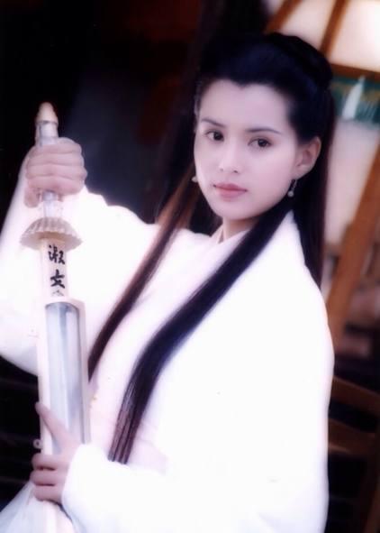 盘点古装美人执剑图,小龙女,花千骨,让位于四海八荒第