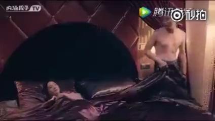 第一次睡水床的你,是不是很想和你男票体验一把   新年新套路 微博搞笑排...