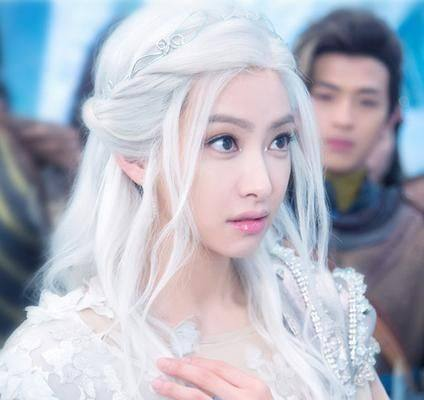 女星古装白发谁最美?热巴唯美,杨幂霸气,却都输给了她