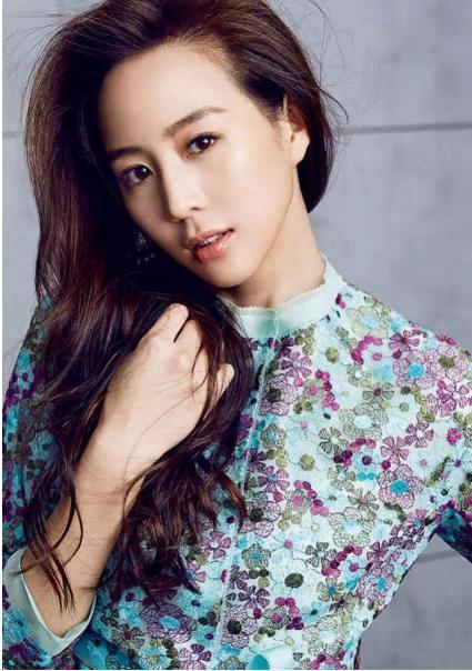 女性露屄�_曾是赵又廷前女友,被誉为台湾第一气质美女,综艺节目被逼喝尿