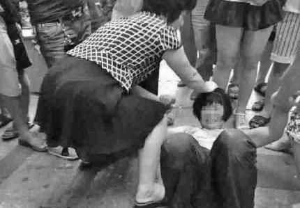 人贩子拐卖小孩非常容易,新骗术又来了,家长必须要警惕