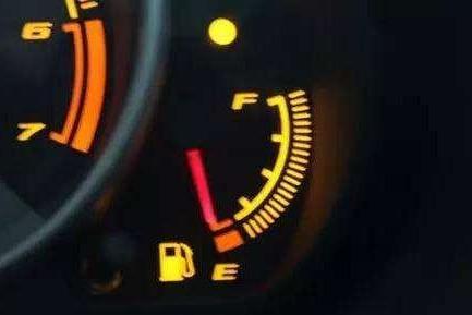 在高速路上油量不够怎么办?别慌!老司机教你怎么解决!