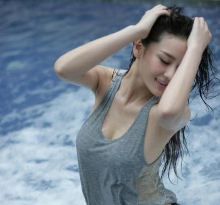 张馨予发文称从此不再孤独,网友:孤独的时间才是最珍贵的!