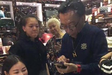 囧哥:蝴蝶效应!侯耀华给安娜金买A货包的店铺被查封了