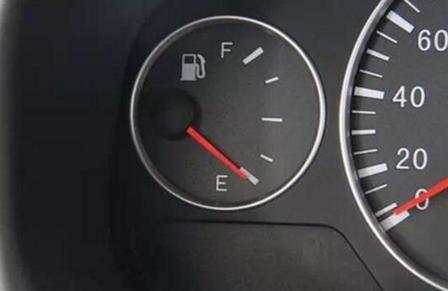 开车最毁车的十大坏习惯?老司机最少也得占三项