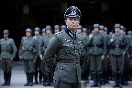 """在德国,军人是最受尊敬的一个群体,甚至有人开玩笑的说""""在德国,只有"""