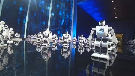 哈工大机器人_哈工大机器人又上央视了 这次他们跳的是街舞!