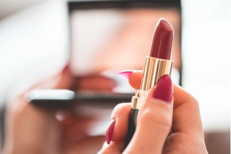 【化妆后和素颜差距很大是一种什么体验?】