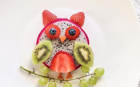 猫头鹰造型,看上去就很可爱!身子是用火龙果做的.图片