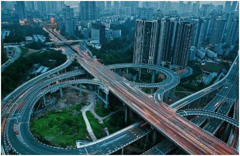 """它共有15条匝道,是五层结构,分别是连接朝天门大桥与慈母山隧道的""""三"""