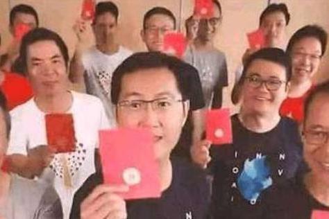 马化腾亲自给员工发红包,网友们的回复简直是亮了!图片