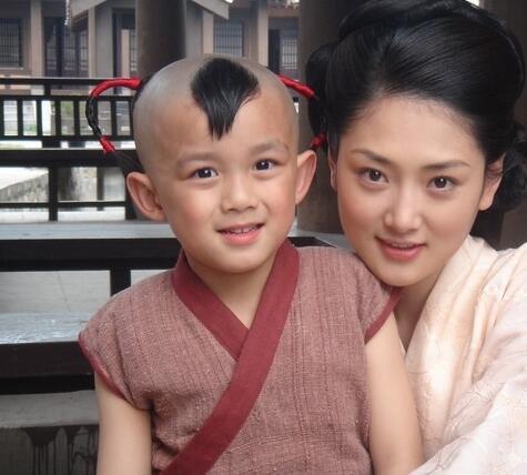 吴磊出演过《封神榜之凤鸣岐山》的小哪吒,《家有外星人》中的唐不苦.图片