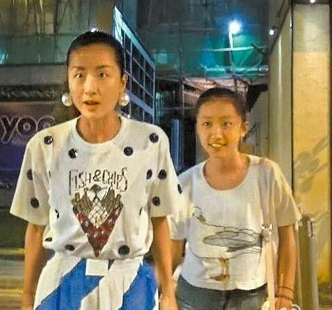 陈奕迅13岁女儿曝光, 模样清纯可爱, 网友: 还好长相没随陈奕迅