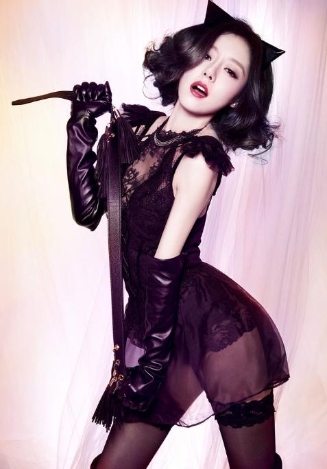 安又琪cos的小鼻血,性感性感照片装扮让人野猫黄榕黑色一身图片