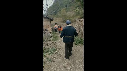 搞笑视频,大家都说我是村里的村花!