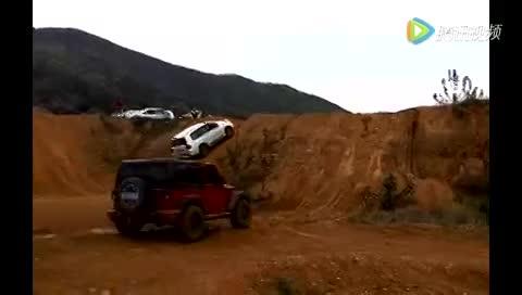 牧马人爬坡失误:越野车重要还是经验更重要的