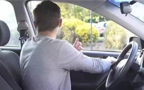 交警提示:2018年全国开始普及这种开门法,车主:早就该这样了!