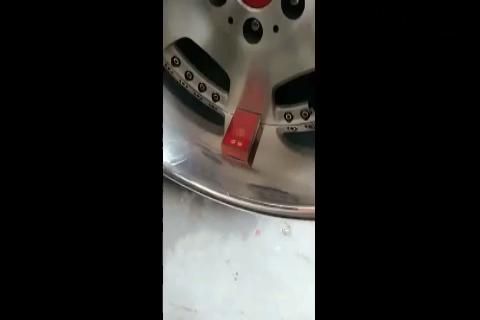3万块的轮胎有多霸气,一个烟盒就足以证明,太牛了