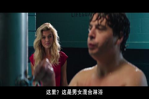 男子淋浴时高歌引来美女围观