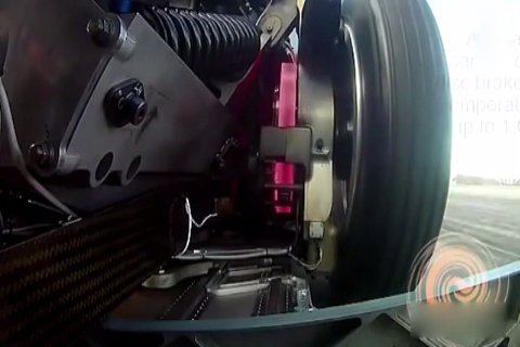 刹车实验, 当<em>车速</em>达到150码, 狂踩刹车后刹车盘有这样的惊人<em>变化</em>