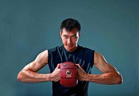 他拿1000万年薪表现仅值100万, 他是中国篮球第一软星