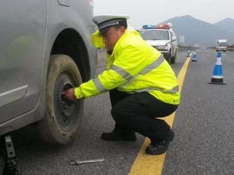 高速<em>公路</em>上换<em>轮胎</em>,算不算违法,来听听权威答案