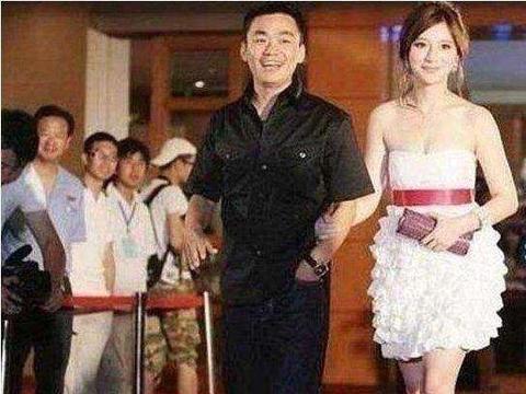 熊乃瑾发微博承认与宝强恋情 网友纷纷表示不满